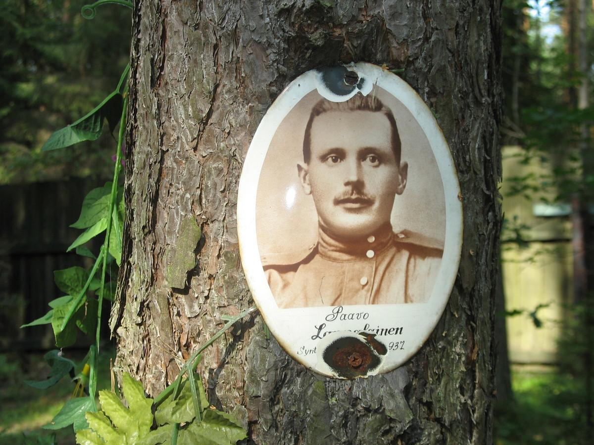 Памятный знак П. М. и К. Лаппалайненам. Фото 23.08.2007