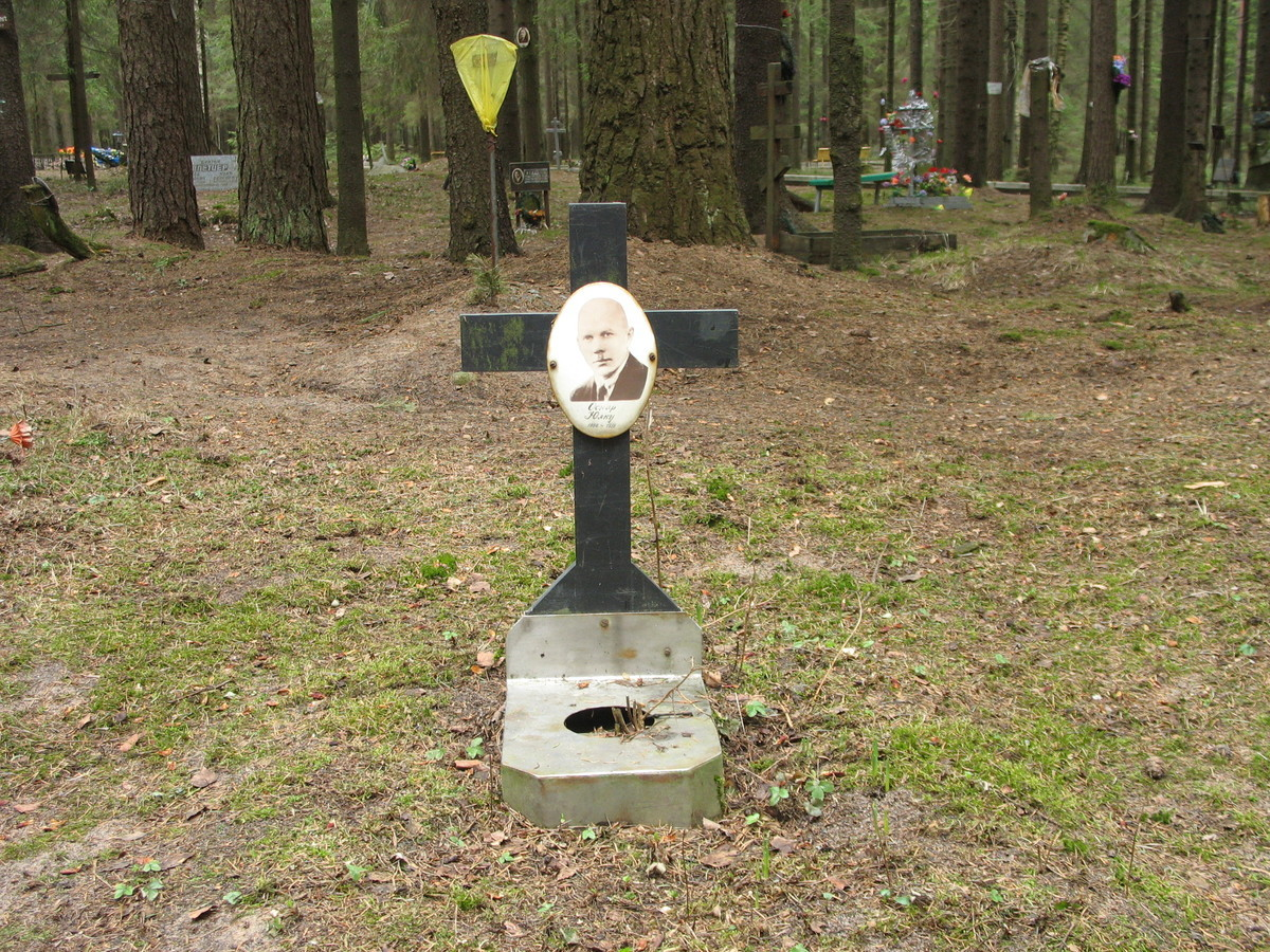 Символическое надгробие О. С. Юлку. Фото 22.04.2007