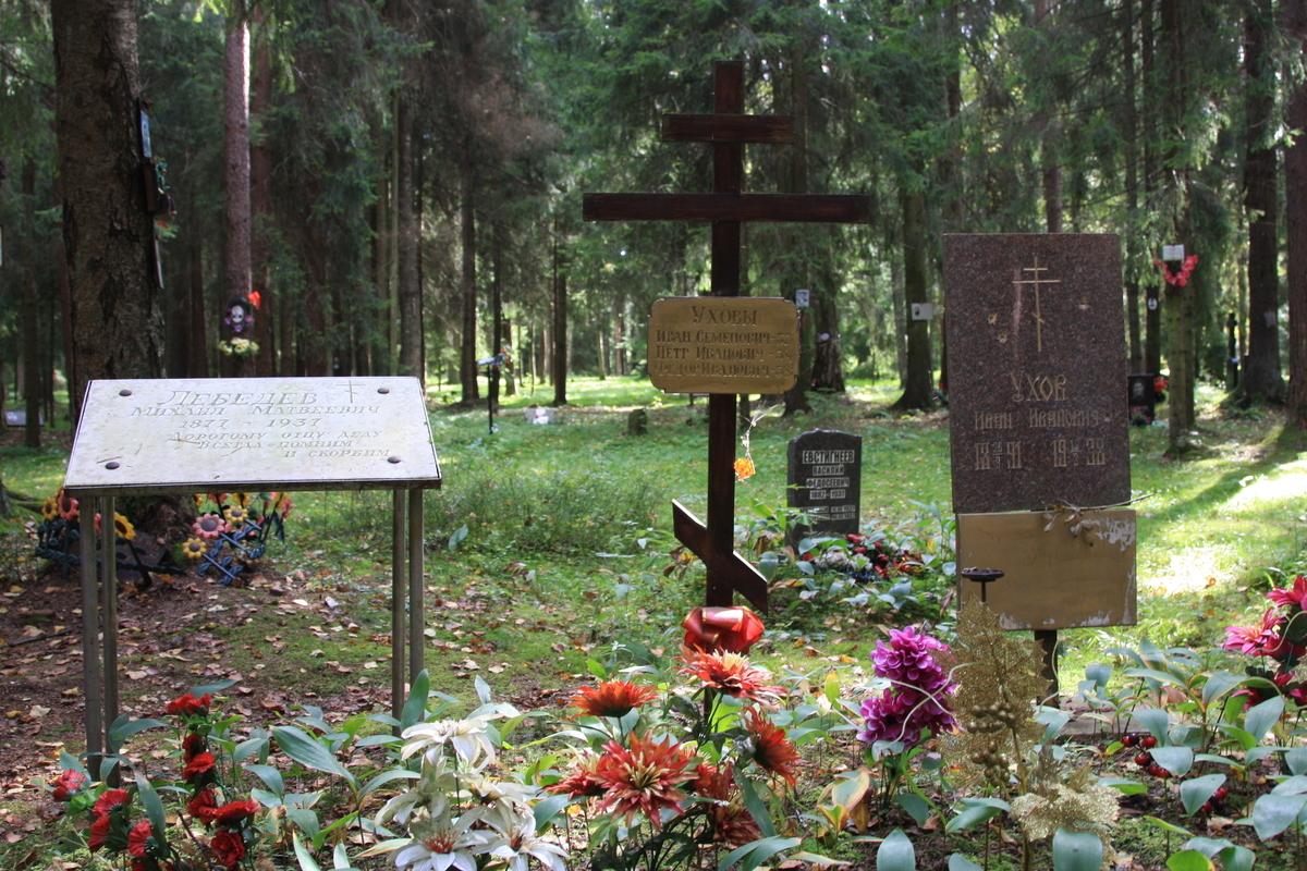 Памятный знак И. И. Ухову. Фото 02.09.2017