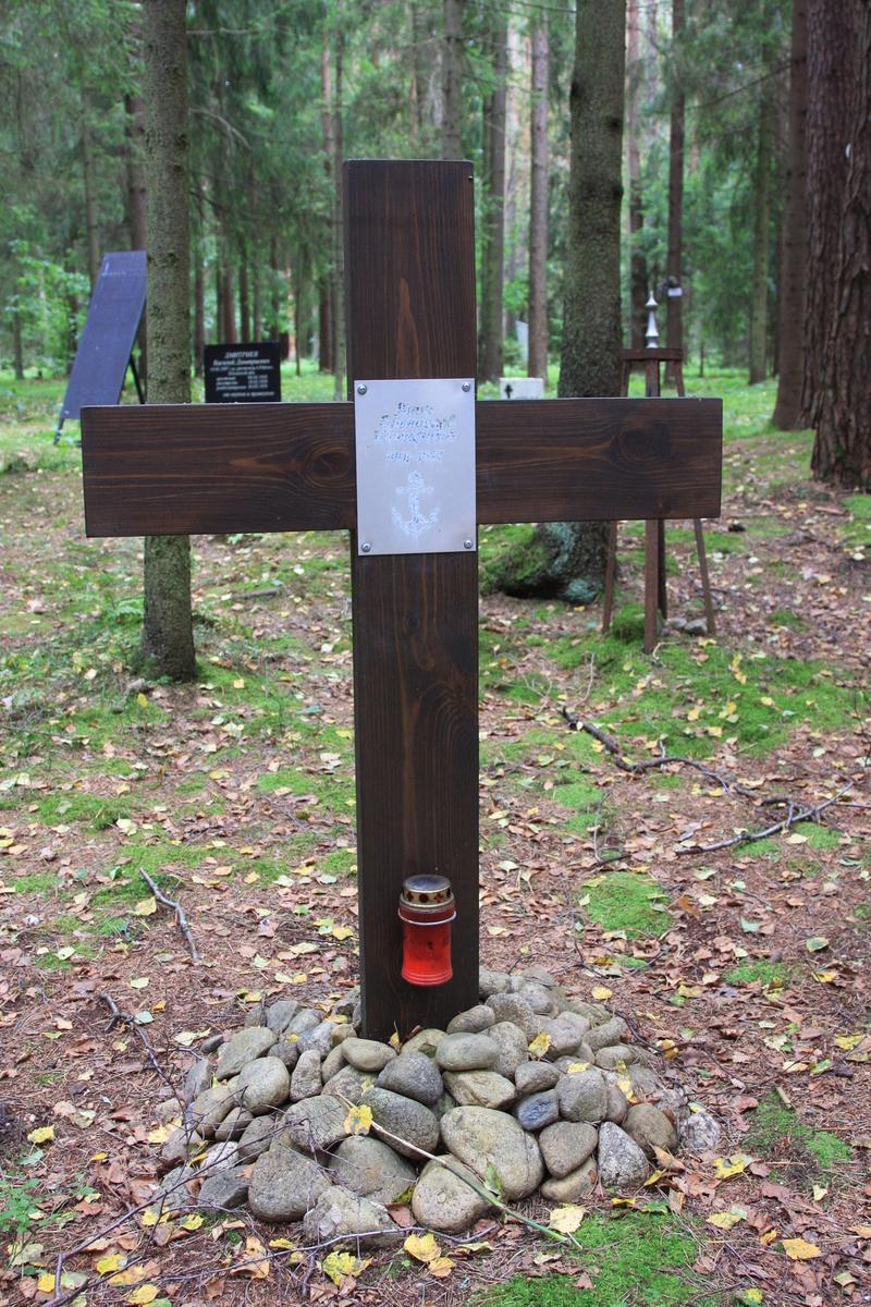 Памятный знак Б. И. Янику. Фото 02.09.2017