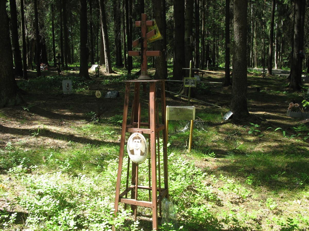 Символическое надгробие П. Ф. Каландина. Фото 16.06.2007