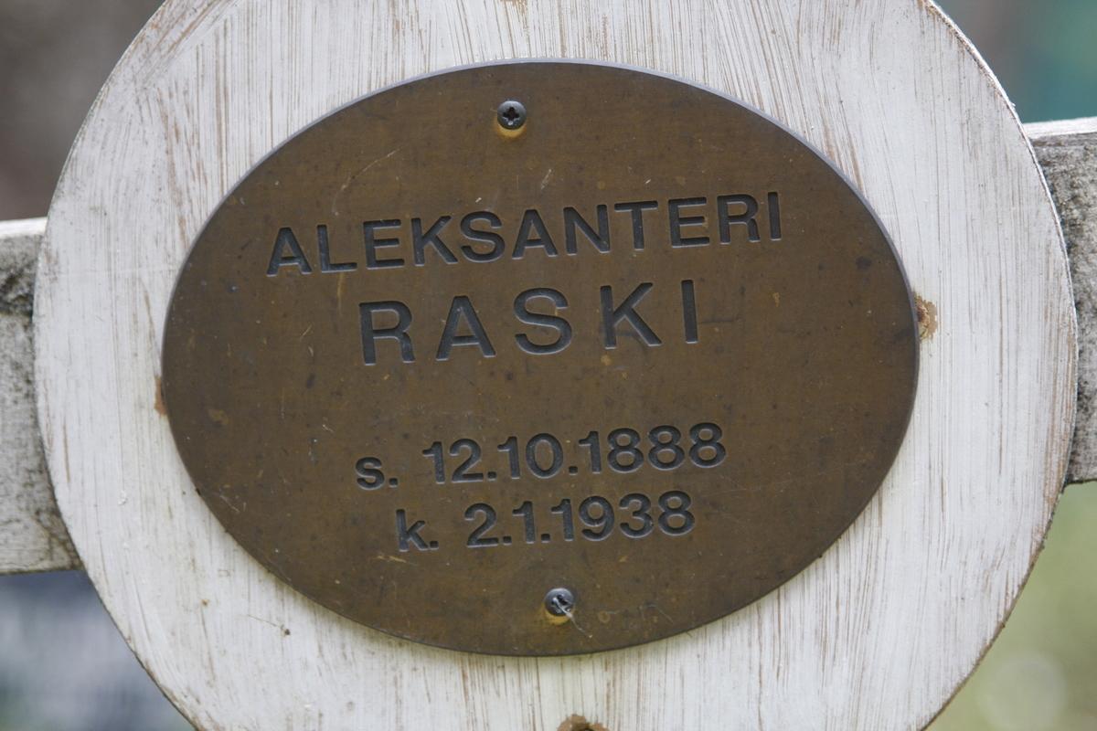 Памятный крест А. М. Раски. Фото 18.05.2017