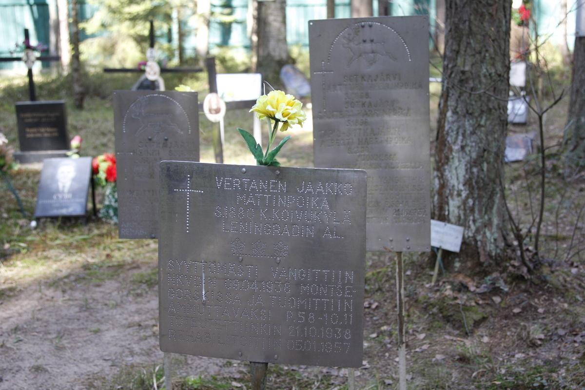 Памятная табличка Ф. И., И. И., М. И. Соткоярви, Ф. А. Ранда. Фото 18.05.2017